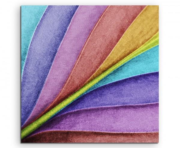 Naturfotografie – Blatt in Großaufnahme in Regebogenfarben auf Leinwand