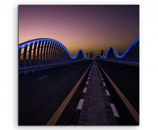 Urbane Fotografie – Meydan Rennstrecke bei Nacht, Dubai, VAE auf Leinwand exklusives Wandbild modern