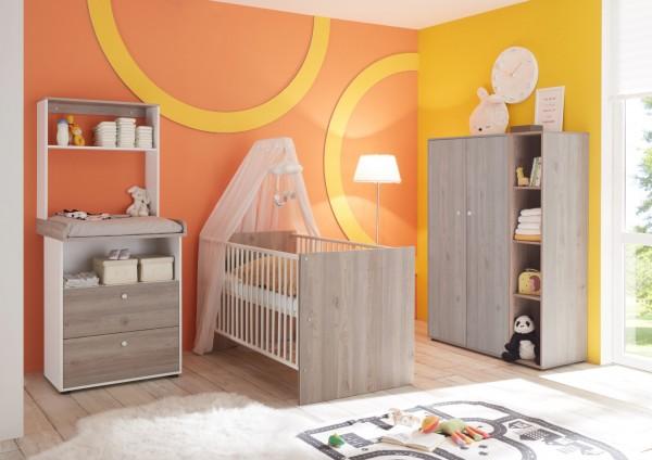 Babyzimmer Merida 6 teiliges SPARSET in Nelson Eiche und Anderson Pine mit Kleiderschrank, Babybett mit Lattenrost und Umbauseiten, Wickelkommode mit Wandaufsatz, Standregal
