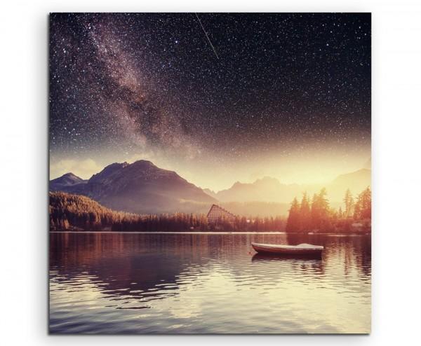 Sternenhimmel über See mit einsamen Boot