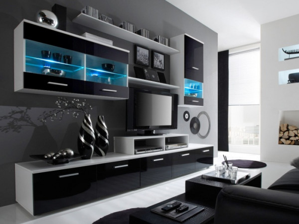 Wohnwand Logo Schwarz mit Hochglanzfronten inklusive LED mit zwei Hängevitrinen, zwei TV- Unterschrä