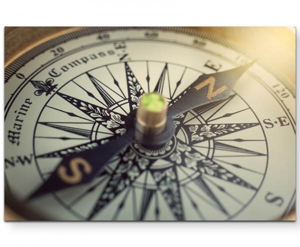 Antiker Kompass, Großaufnahme - Leinwandbild
