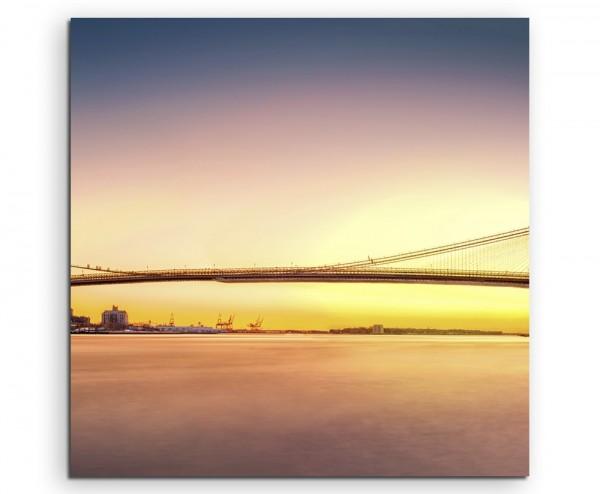 Urbane Fotografie – Brooklyn Bridge bei Sonnenaufgang, USA auf Leinwand