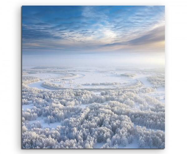 Landschaftsfotografie – Verschneiter Winterwald mit blauem Himmel auf Leinwand exklusives Wandbild