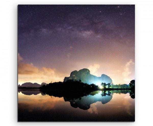 Landschaftsfotografie – Milchstraße über Gewässer auf Leinwand
