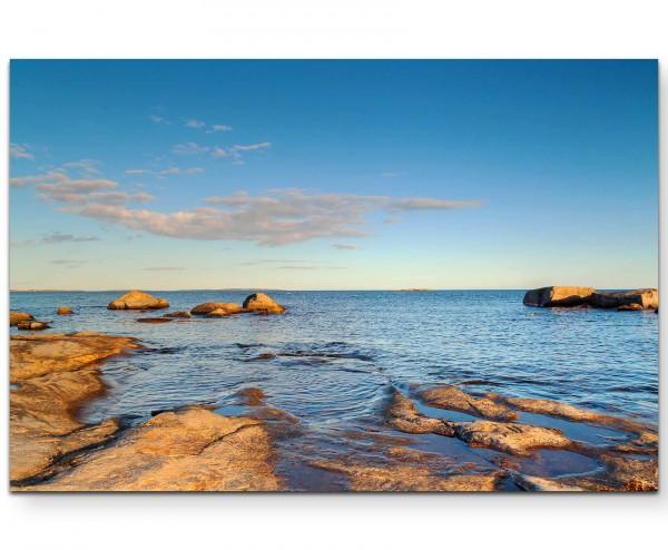 Landschaftsfotografie – Steiniger Strand am baltischen Meer - Leinwandbild