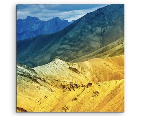 Landschaftsfotografie – Bunte Berglandschaft, Indien auf Leinwand