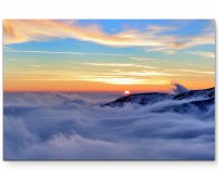 Wolkenverhangenes Tal bei Sonnenuntergang - Leinwandbild
