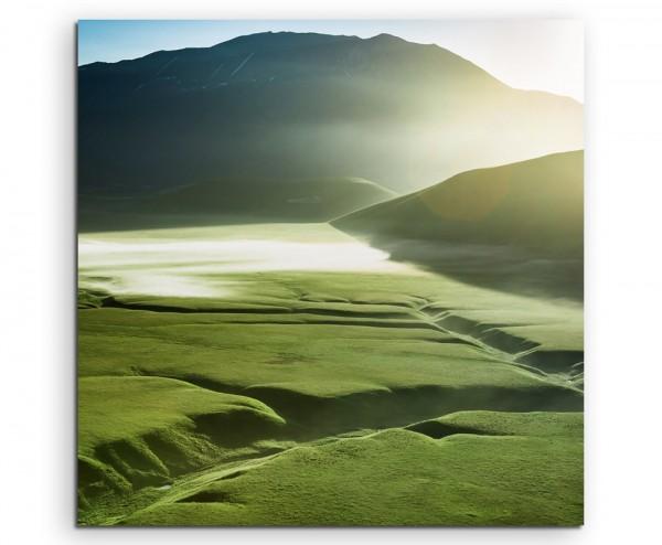Landschaftsfotografie – Nebellandschaft bei Sonnenuntergang, Italien auf Leinwand