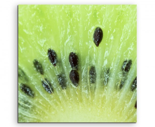Food-Fotografie - Aufgeschnittene Kiwi in Großaufnahme auf Leinwand