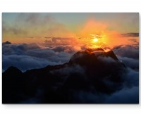 Berge im Sonnenuntergang mit Nebel - Leinwandbild