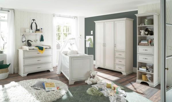 Babyzimmer Venedig 5 teilig in Used White mit Patina komplett von Begabinomit Kleiderschrank, Babybett, Wickelkommode, Regal und Wandboard