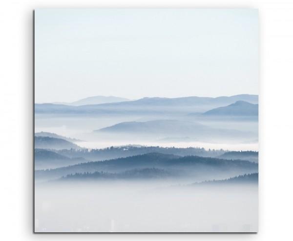 Landschaftsfotografie – Waldkette im Nebel auf Leinwand