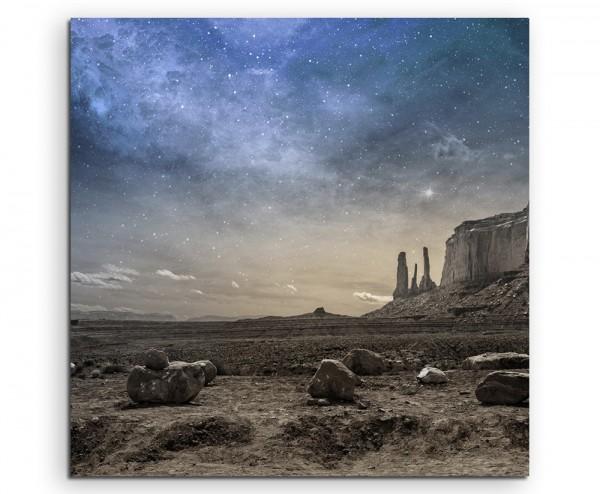 Landschaftsfotografie – Graue Berglandschaft mit Steinkreis auf Leinwand