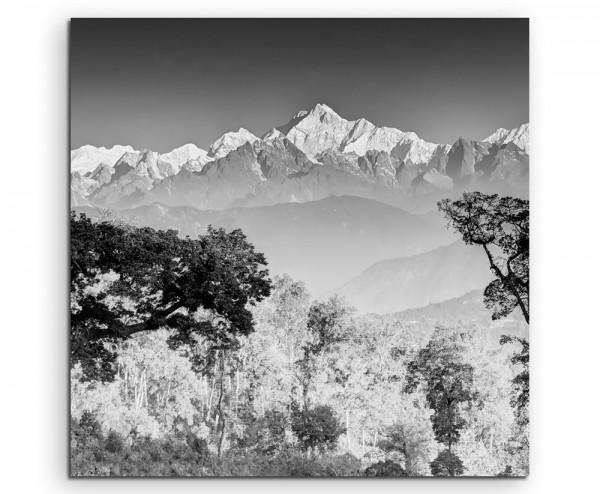 Landschaftsfotografie – Kanchenjunga Gebirgskette, Indien, grau auf Leinwand