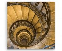 Architekturfotografie – Nostaligische Wendeltreppe auf Leinwand
