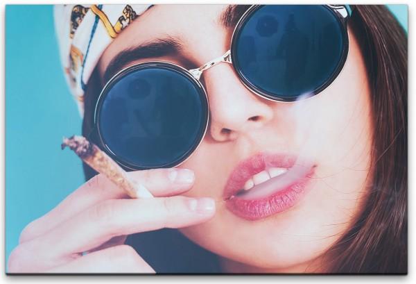 Drogenkonsum von Frau Wandbild in verschiedenen Größen