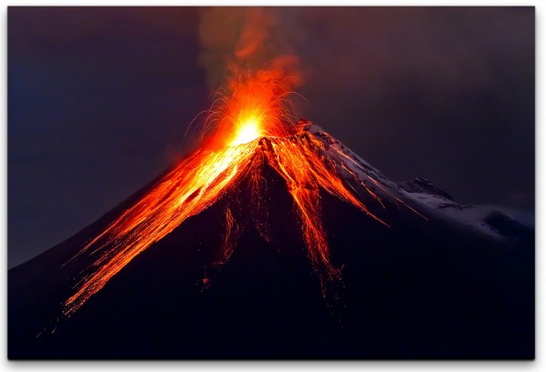 Vulkan mit Lava Wandbild in verschiedenen Größen