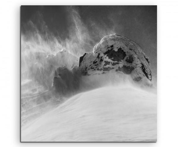 Naturfotografie – Grauer Schneesturm auf Leinwand