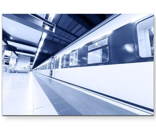 U-Bahnstation mit haltendem Zug - Leinwandbild