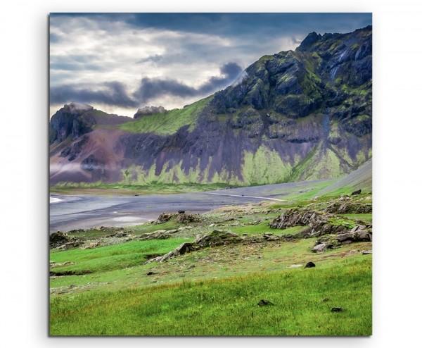 Landschaftsfotografie – Vulkanlandschaft mit See, Island auf Leinwand