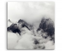 Naturfotografie – Hochgebirge mit Wolken auf Leinwand