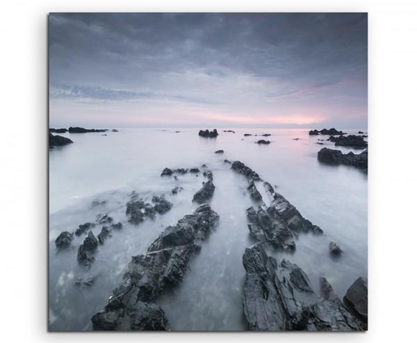 Landschaftsfotografie – Felsen am Pandak Strand, Indonesien auf Leinwand