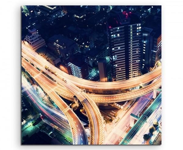 Urbane Fotografie – Verkehrskreuz bei Nacht in Tokio, Japan auf Leinwand