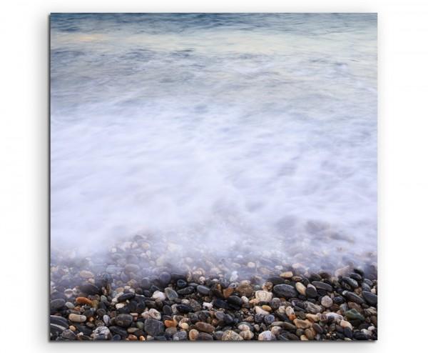 Naturfotografie – Strand mit bunten Kieselsteinen auf Leinwand exklusives Wandbild moderne Fotografi