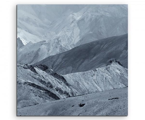 Landschaftsfotografie – Graues Himalaya Gebirge, Indien auf Leinwand