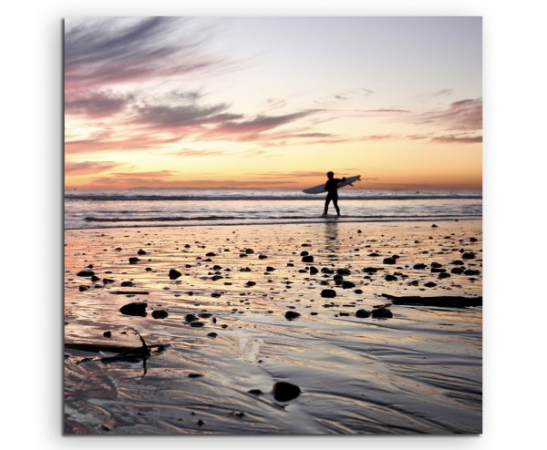 Landschaftsfotografie – Surfer bei Sonnenaufgang auf Leinwand