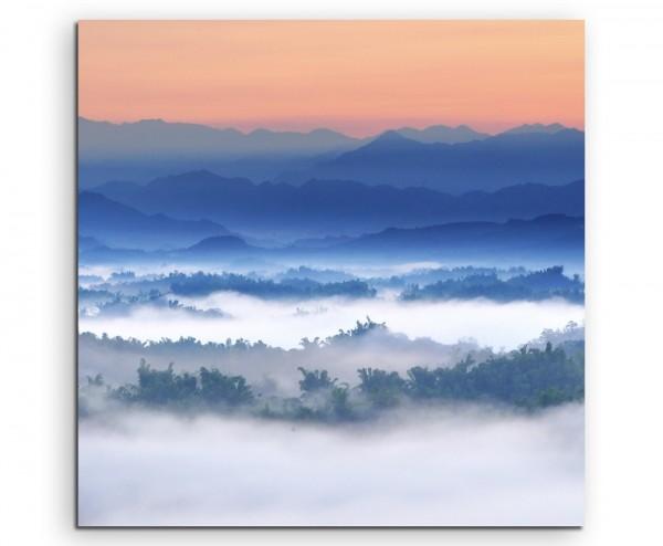 Landschaftsfotografie – Nebliger Sonnenuntergang im Tal auf Leinwand
