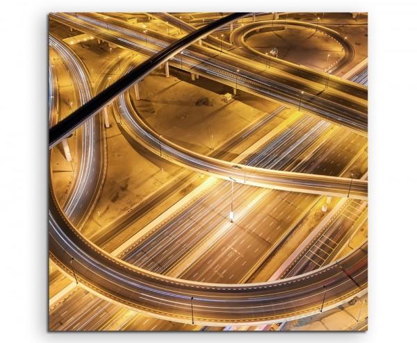 Architektur Fotografie – Verkehrskreuz bei Nacht, Abu Dhabi auf Leinwand exklusives Wandbild moderne