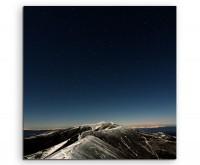 Landschaftsfotografie - Sternenhimmel am Berggipfel auf Leinwand